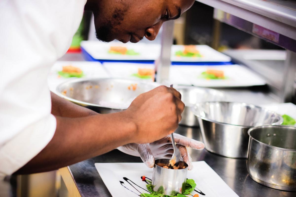 Commis de cuisine jour iepscf uccle enseignement de - Formation commis de cuisine ...